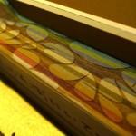 紙の束の上にレーザーマーキングで模様。焦げたように見えている部分は実際に燃えています/馬場良人作品